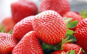 Picture macro, berries, strawberry