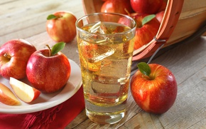 Picture glass, apples, juice