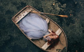 Picture girl, in the boat, Bird Man
