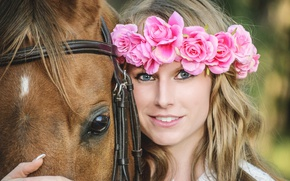 Picture look, girl, flowers, face, smile, mood, horse, horse, wreath