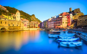 Picture the sky, the sun, mountain, home, boats, Italy, Bay, Vernazza, Cinque Terre, Liguria