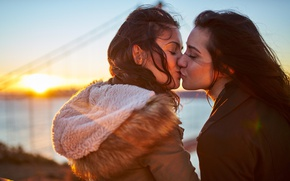 Picture love, photography, girls, photo, sunset, kiss, mood, friendship, sunlight, feeling, Kissing, portrait, closed eyes