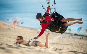 Wallpaper Girl, sport, beach, woman, man, boy, sand, funny, situation, bikini, smiling, humor, paragliding