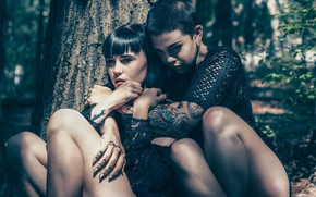 Picture tattoo, legs, two girls, Gravity