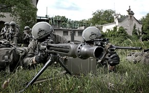 Picture the barrel, soldiers, machine gun, equipment, teaching