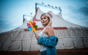Picture flower, background, model, jeans, makeup, Mike, circus, hairstyle, blonde, shirt, bokeh, Veronica, Circus, Marco De ...