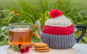 Picture tea, kettle, cookies