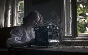 Picture girl, window, typewriter