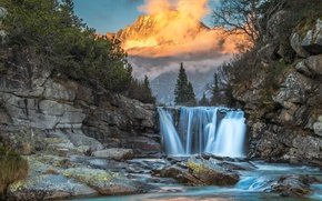 Picture forest, the sky, the sun, clouds, trees, mountains, fog, stones, rocks, waterfall
