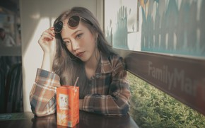 Picture look, face, model, juice, glasses