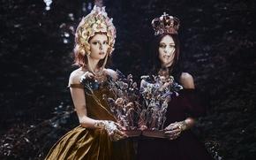 Picture flowers, book, two girls, Bella Kotak