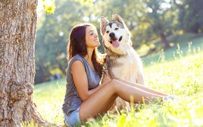 Picture greens, language, summer, face, girl, the sun, trees, smile, shorts, dog, Mike, hairstyle, chain, brown …