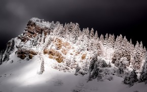 Picture mountain, night, winter