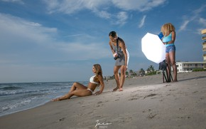 Picture lights, bikini, equipment, section of photos