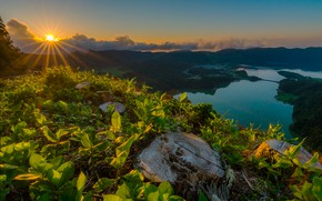 Picture the sky, grass, leaves, the sun, clouds, rays, sunset, mountains, stumps, Portugal, lake, hill, Seven ...