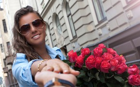 Picture girl, smile, hand, roses, bouquet, red
