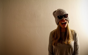 Picture girl, background, wall, mood, hat, mouth, glasses, mouth