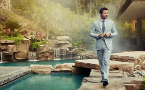 Wallpaper costume, photoshoot, Robb Report, greens, water, actor, the bushes, trees, fog, garden, Jeremy Renner, Jeremy ...