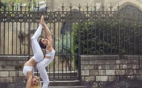 Picture girls, grace, acrobatics, Momo Power, Jade Fitzroy