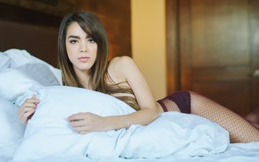 Picture model, legs, sponge, Jaky Ainley