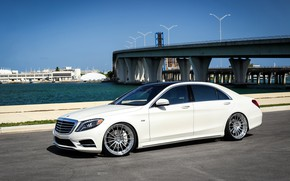 Picture Mercedes, black, AMG, with, S550, roof, painted