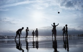 Picture sea, beach, people, the game