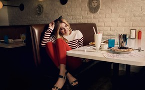 Picture pose, cocktail, cafe, sitting, pancakes, Chloe Grace Moretz