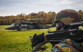 Picture soldiers, helicopter, helmet, machine gun, equipment