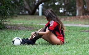 Picture grass, the ball, brown hair, Claudia Romani, Italian model, fan of Milan