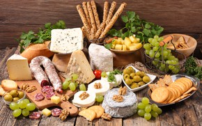 Picture cheese, bread, grapes, nuts, crackers