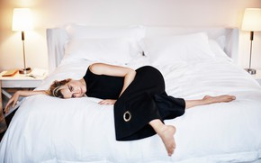Picture bed, actress, lies, Taylor Schilling