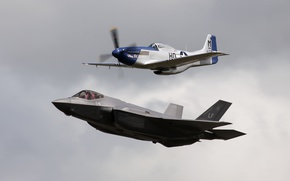 Picture flight, fighters, P 51 Mustang, F 35