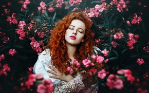 Picture You born here little princess, braces, makeup, the red-haired girl, lipstick, Ronny Garcia, freckles, flowers