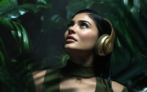 Picture greens, background, model, makeup, headphones, brunette, hairstyle, beauty, Kylie Jenner, Kylie Jenner