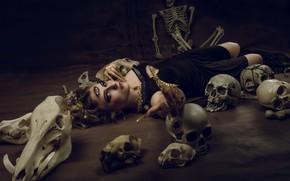 Picture girl, skull, skeleton