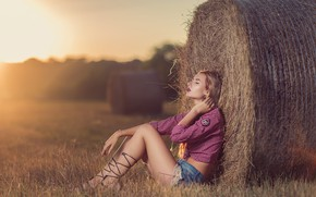 Picture field, girl, shorts, hay, Andrea Carretta