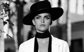 Picture hat, black and white, Ruby Rose