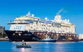 Picture The evening, Liner, The ship, Passenger, Passenger liner, Tug, My, TUI Cruises, Royal Caribbean Cruises, …