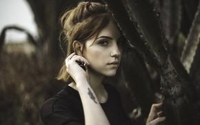 Picture portrait, red, Karol Queiroz