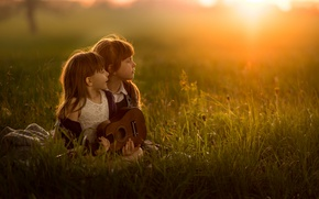Picture field, children, girls, guitar, summer songs