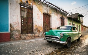 Picture Cuba, Decay, Green classic car