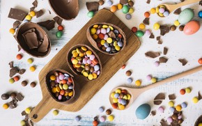 Picture eggs, sweets, kinder, yeast