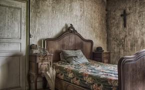 Picture bed, umbrella, the door