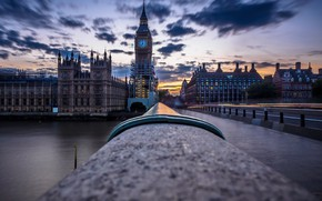 Picture the sky, the city, London