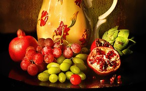 Picture berries, pitcher, fruit