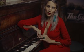 Picture model, lipstick, piano, face, dress, look
