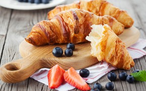 Picture strawberry, blueberries, croissant