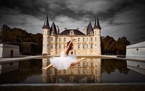 Picture water, girl, reflection, castle, mood, France, dance, ballerina, France, Bordeaux, Bordeaux, Chateau Mouton Rothschild, Melissa ...