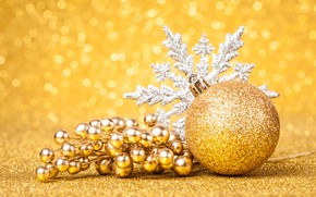 Picture berries, holiday, new year, snowflake, Golden ball
