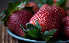 Picture macro, close-up, berries, background, food, strawberry, plate, wooden, seeds, photoshoot, juicy, delicious, large, yummy